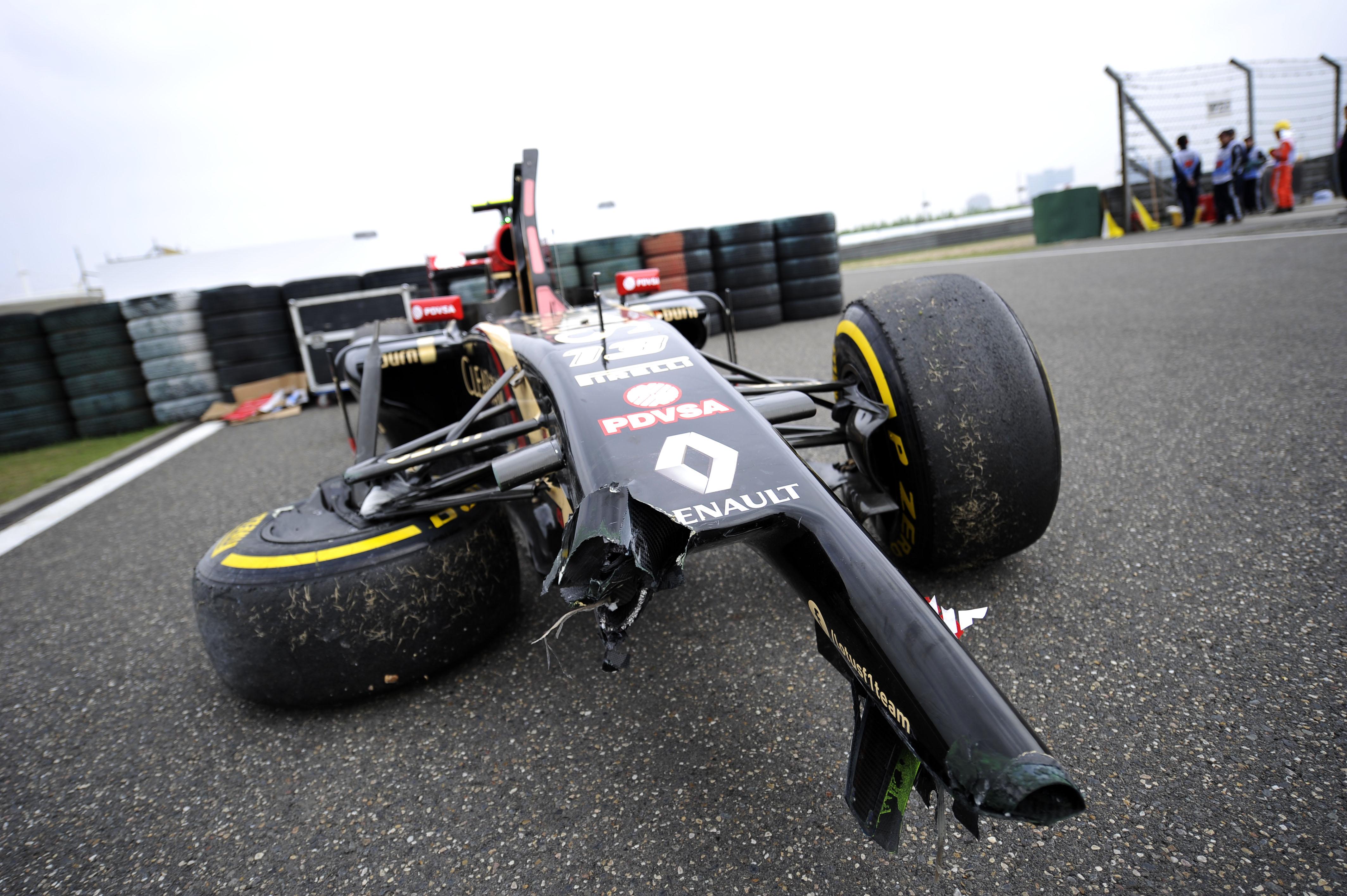 Pastor Maldonado Lotus crash Chinese Grand Prix 2014