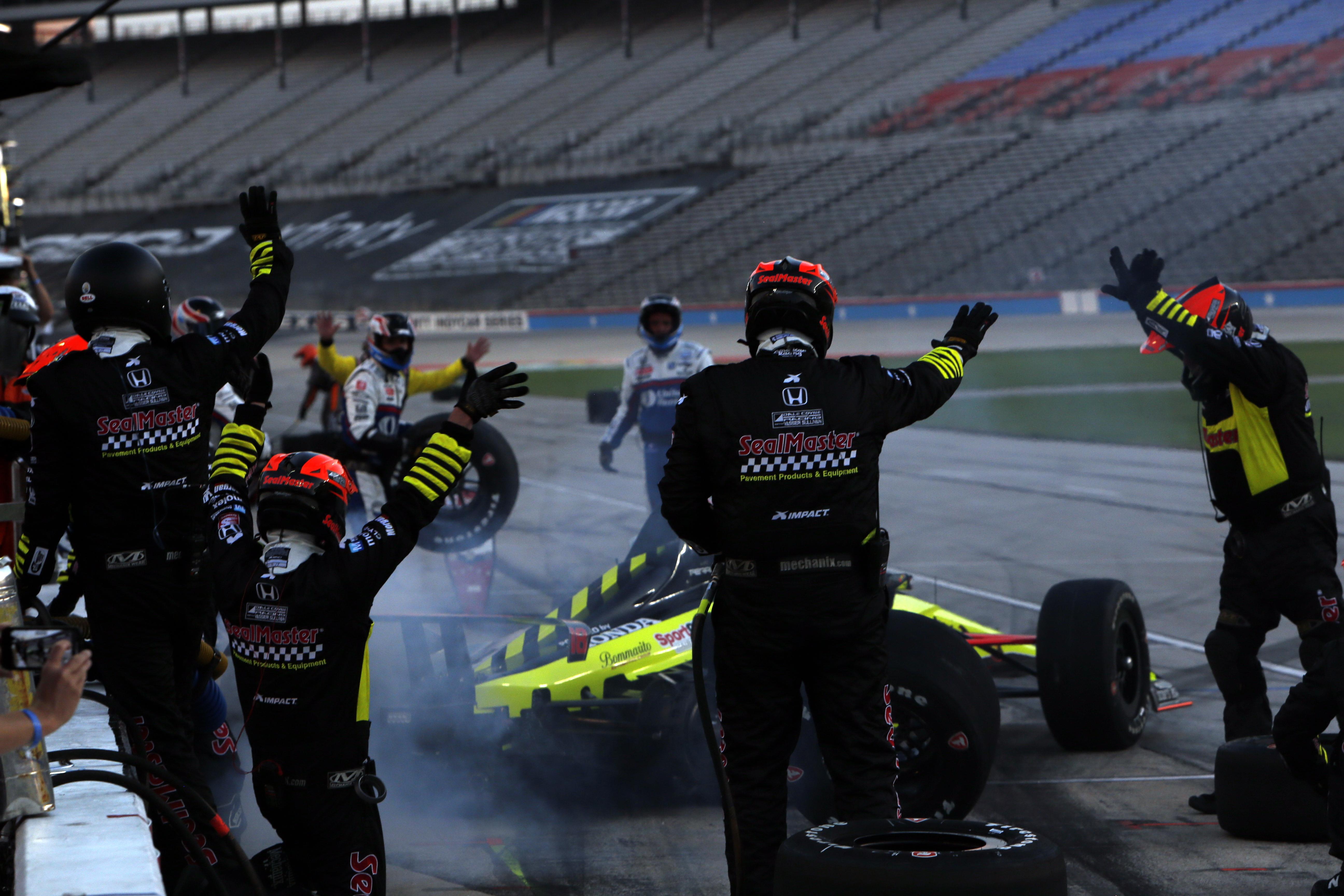 Santino Ferrucci Dale Coyne Racing pitstop Texas IndyCar 2020