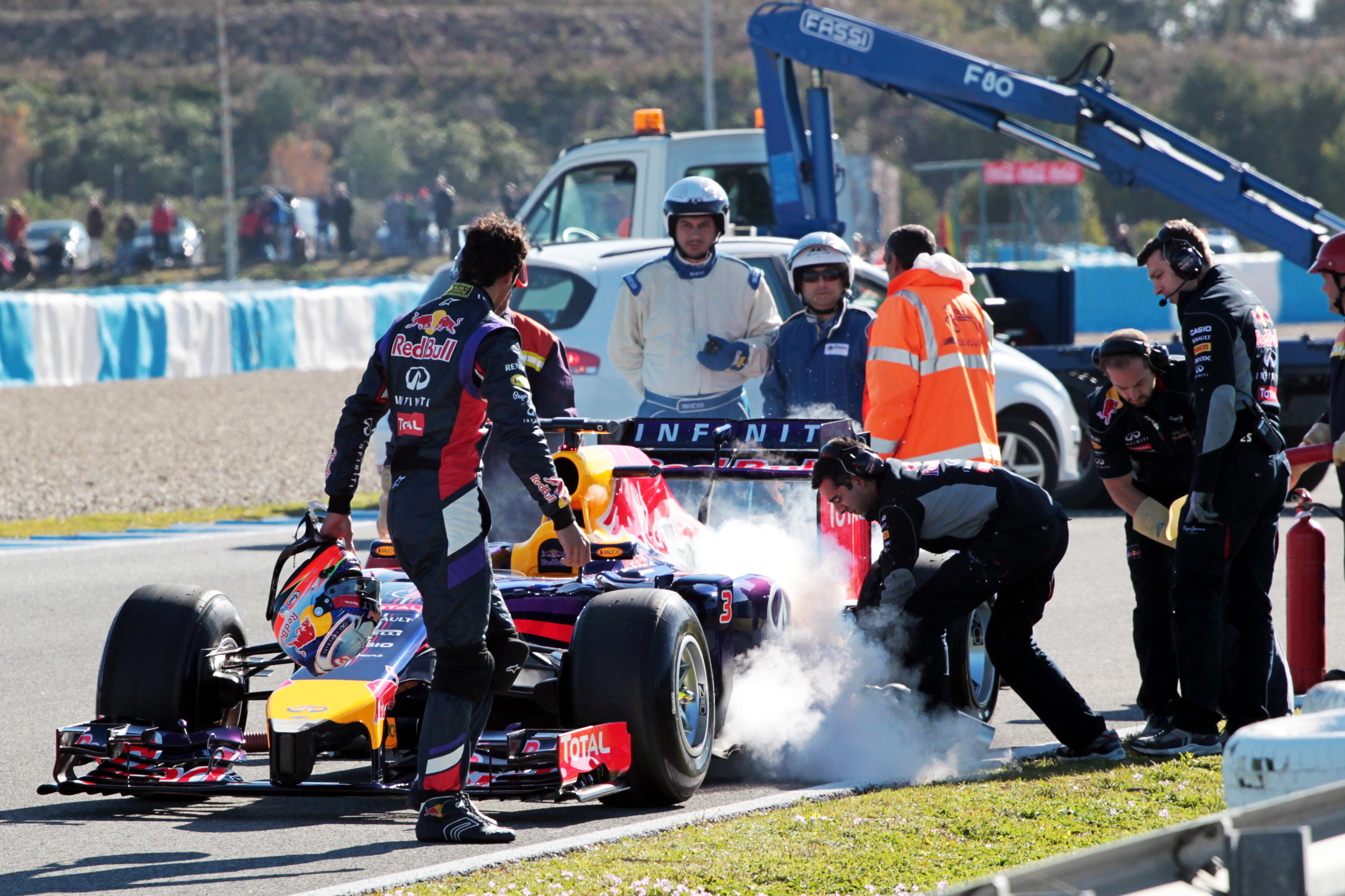 Daniel Ricciardo Red Bull stops Jerez F1 testing 2014