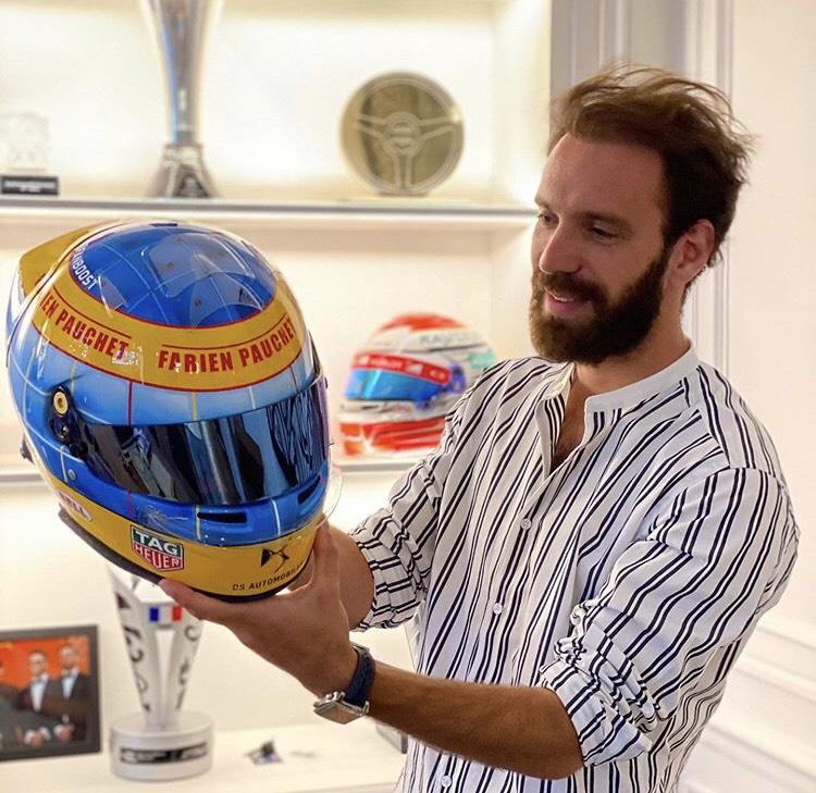 Jean-Eric Vergne with a Fabien Pauchet tribute helmet