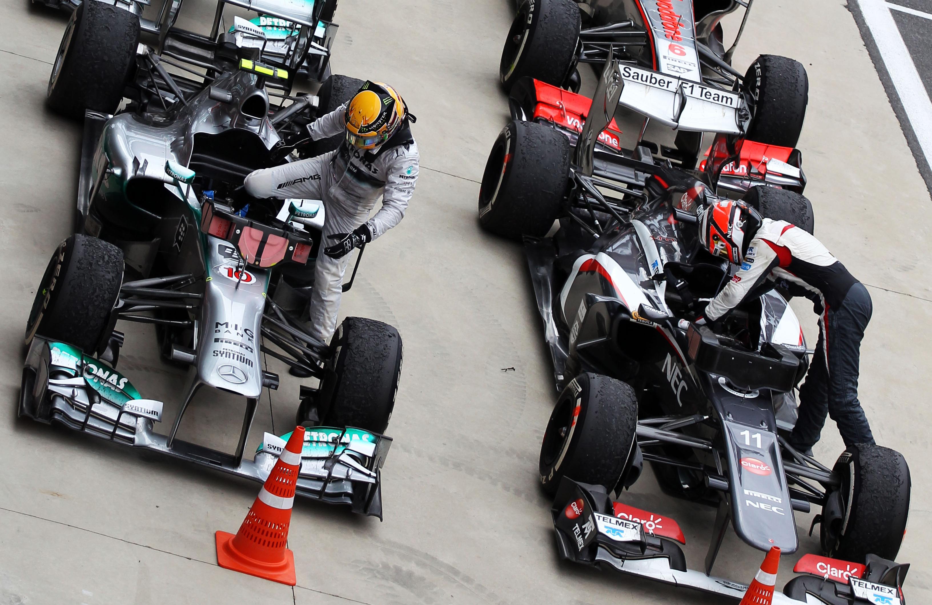 Lewis Hamilton Mercedes Nico Hulkenberg Sauber 2013