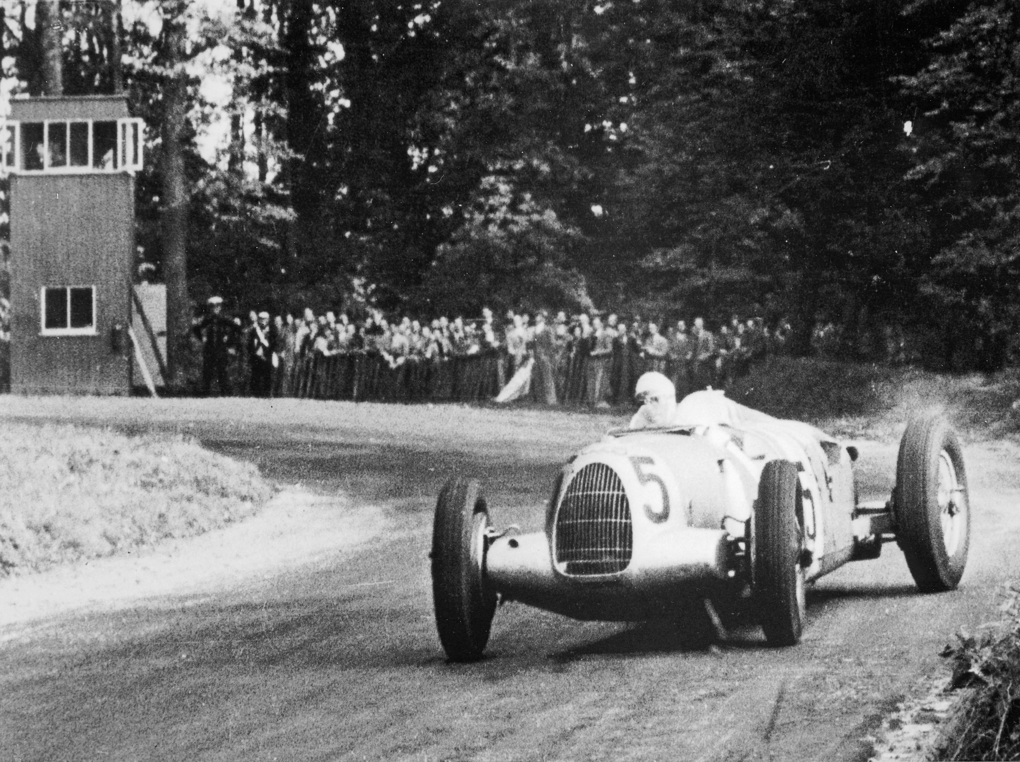 Bernd Rosemeyer Triumphed In The 1937 Grand Prix At Donington Pa