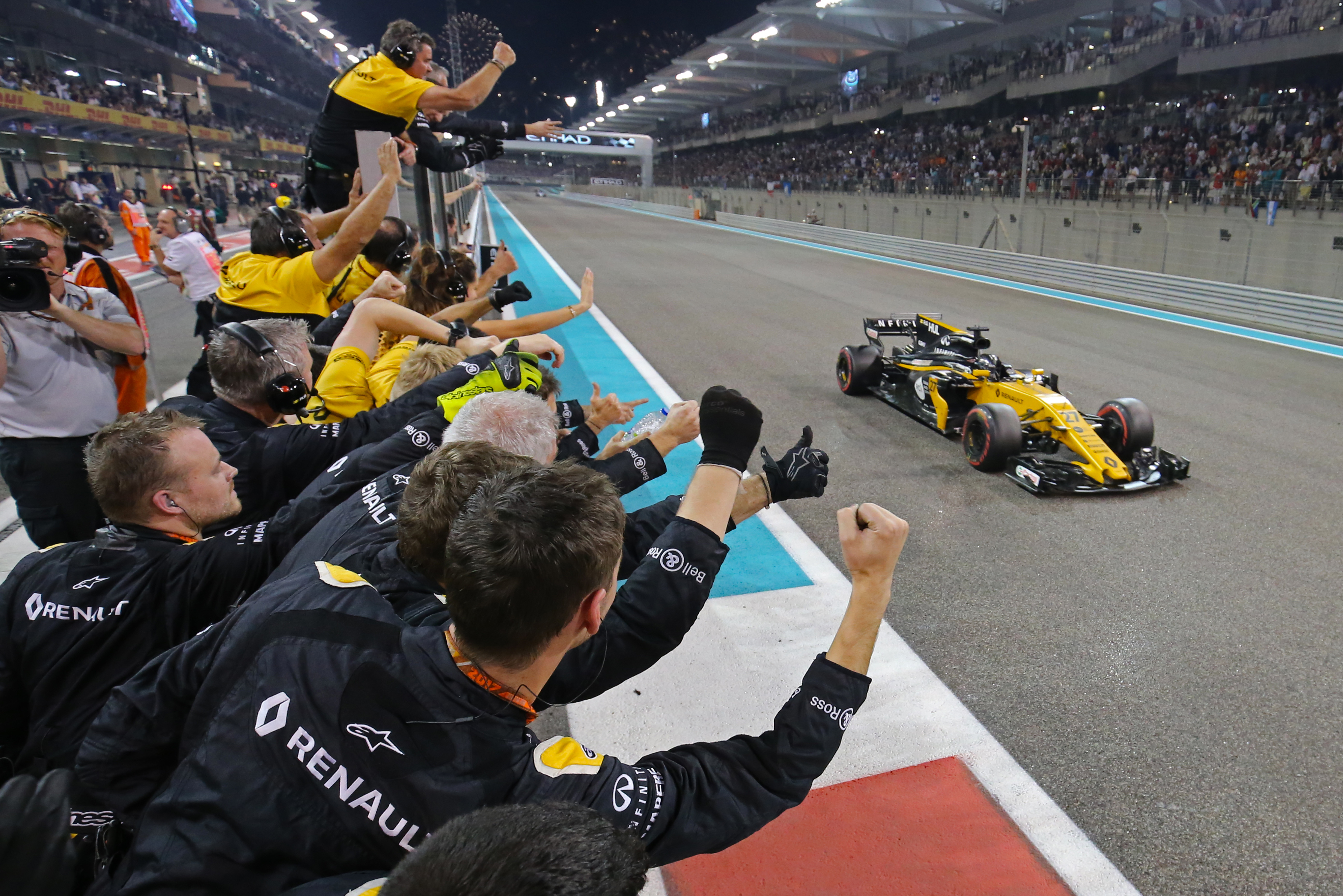 Nico Hulkenberg Renault Abu Dhabi Grand Prix 2017