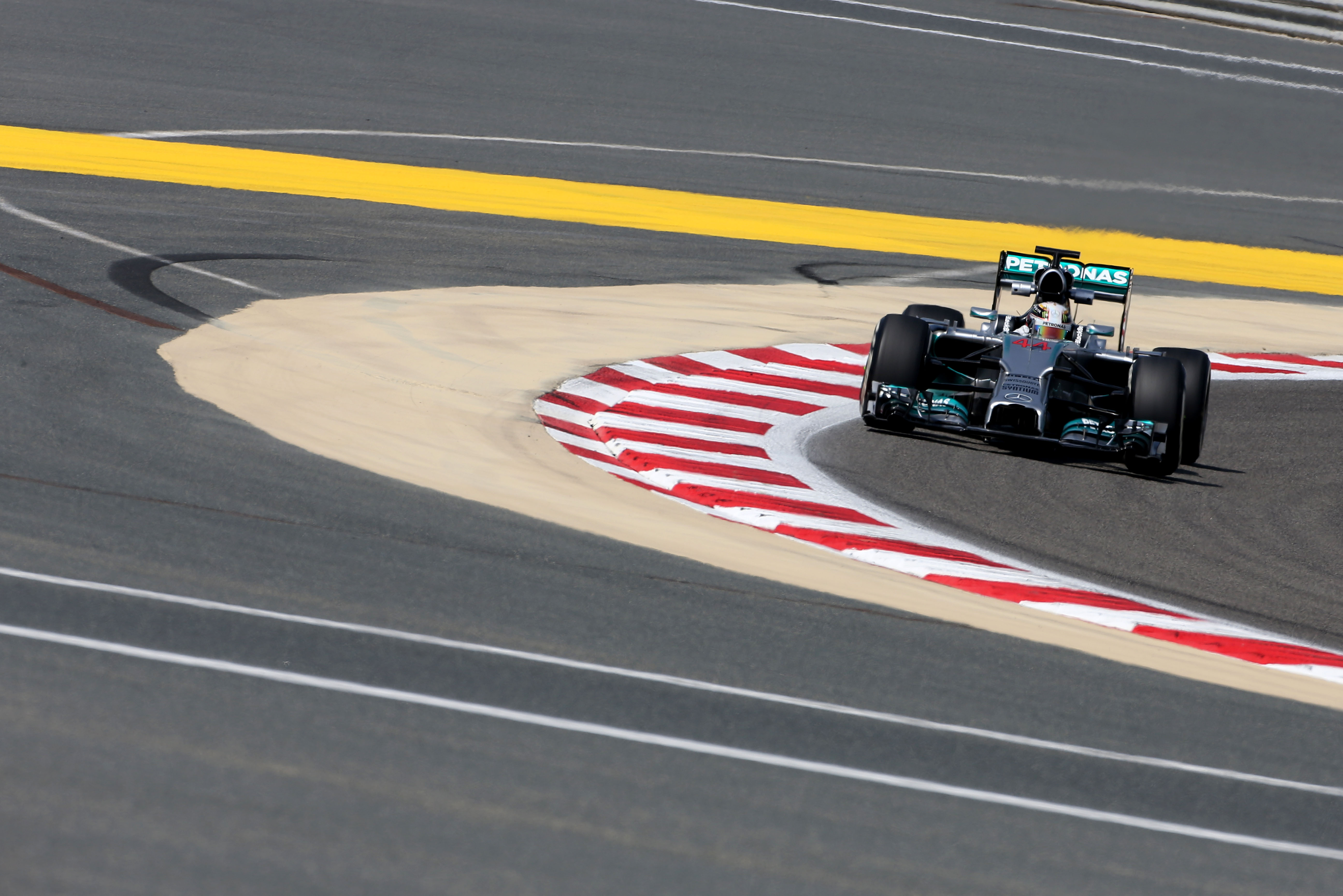 Lewis Hamilton Mercedes Bahrain F1 2014