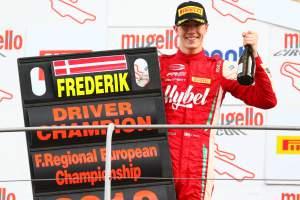 Frederik Vesti (prema Powerteam,f3 Tatuus 318 A.r. #2)